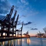 Ladekrane im Hafen